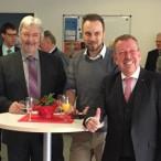 Von Links: SPD-Fraktionschef Georg Schneider, Ortsvereinsvorsitzender Sascha Vespermann und Bundestagsabgeordneter Karl-Heinz Brunner